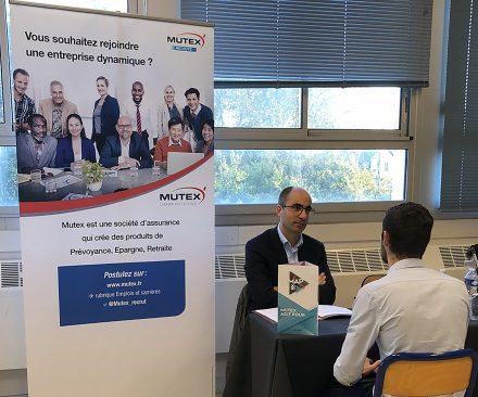 Mutex présent à un forum d'entreprises et accessible aux potentiels futurs candidats